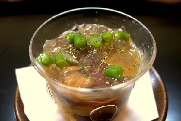 じゅんさい、パプリカ、海老、ウニ、椎茸、穴子、三度豆、ゴールデンキウイ、ダシのジュレ