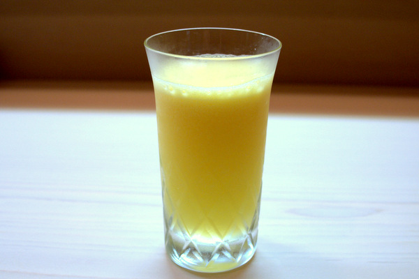 オレンジとリンゴのジュース