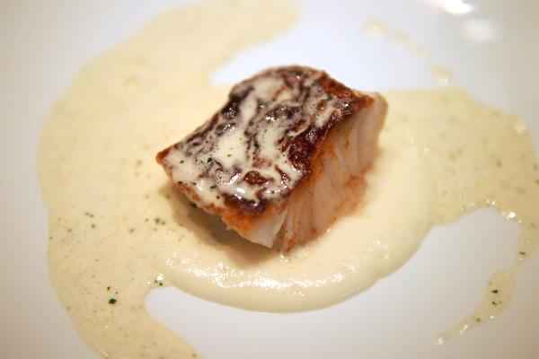 鱈のポワレ 白子のソースで