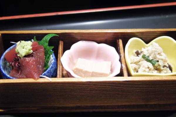 ミニ小鉢(豆腐の味噌漬け、マグロぶつ、おから田舎煮)