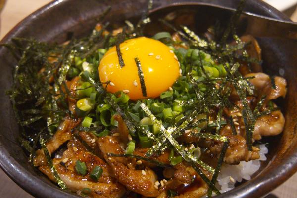 >まる屋丼(今治名物とり皮丼)