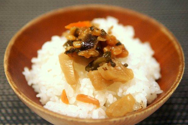 仁多米土鍋炊き 頓原(とんばら)味噌の朴葉焼(ほおば)き添え