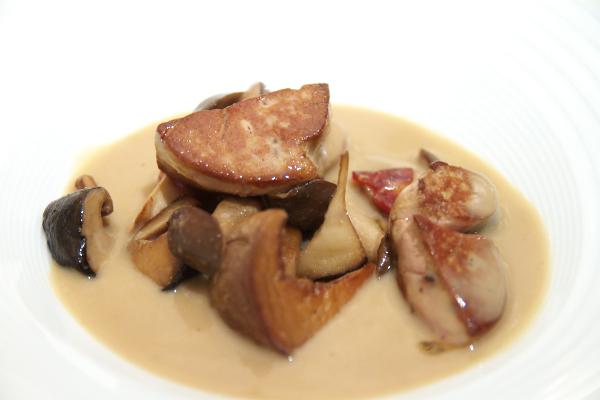 フォアグラのソテー セップ茸とアーティーチョークのヴルーテ