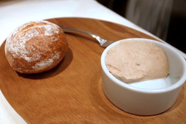 自家製パンと豚肉のリエット