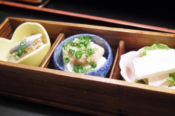 ミニ小鉢(ママカリ漬け、豆腐お酒盗あんかけ、クリームチーズ)