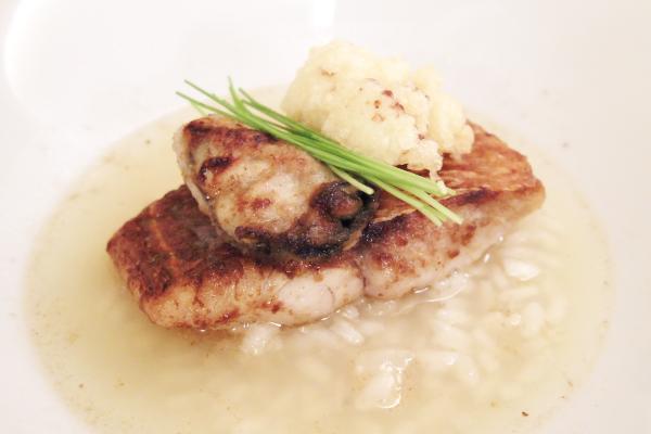 旬魚と牡蠣ポワレ、ハマグリのだし汁入スープ仕立て
