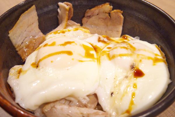 >焼豚たまご飯