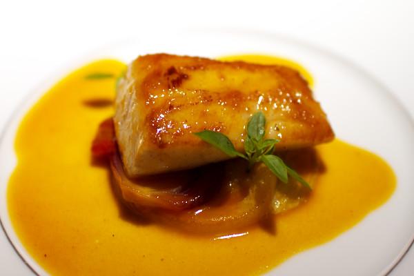 オナガ鯛とフェンネルのブレゼ、レモンとトマトのソース