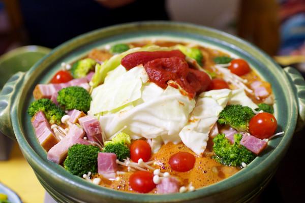 トマトみそ鍋