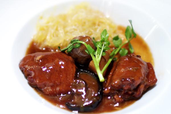 里芋と鶏手羽肉の春雨入りピリ辛ソース